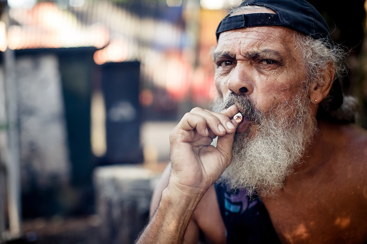Австралия «запретила» молодежи курить