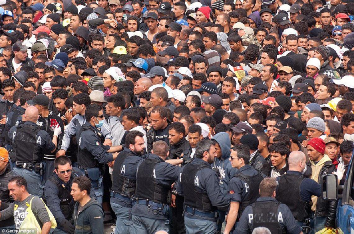 Беженцы должны оставаться там, где им место, — Ангела Меркель