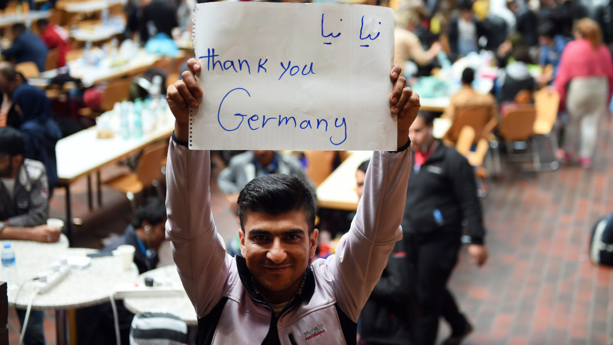 Жители Германии стали богаче, а беженцы уже не проблема?